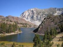 montagna di paesaggio del lago Fotografia Stock