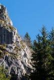 Montagna di pietra nel parco della caverna di Bijambare fotografie stock libere da diritti