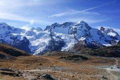 Montagna di pietra scenica della roccia di bella avventura fredda rossa con Immagini Stock