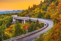 Montagna di prima generazione, Nord Carolina, U.S.A. a Linn Cove Viaduct immagini stock