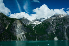 Montagna di riva dell'oceano Fotografia Stock