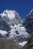 Montagna di Siula nelle alte Ande Fotografia Stock Libera da Diritti
