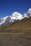 Montagna di Siula nelle alte Ande Immagini Stock Libere da Diritti