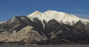 Montagna di Snowy Immagini Stock Libere da Diritti