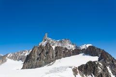 Montagna di Snowy Fotografie Stock Libere da Diritti