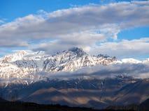 Montagna di Snowy con il tempo nuvoloso in Muktinath Fotografie Stock Libere da Diritti