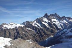 Montagna di Snowy nella regione di Jungfrau Fotografia Stock Libera da Diritti