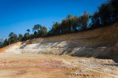 Montagna di suolo dopo essere stato vangata fotografia stock libera da diritti