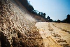 Montagna di suolo dopo essere stato vangata fotografia stock