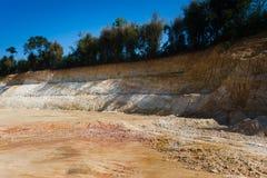 Montagna di suolo dopo essere stato vangata fotografie stock libere da diritti