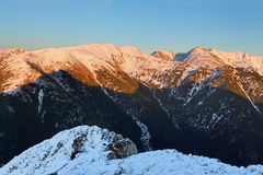 Montagna di Tatra al tramonto - Tatras ad ovest Fotografia Stock