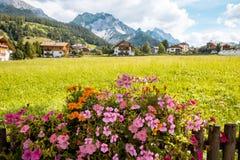 Montagna di Val Gardena South Tirol Dolomiten del villaggio Fotografia Stock