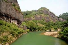 Montagna di Wuyi, il paesaggio di geomorfologia di danxia in Cina Fotografie Stock Libere da Diritti