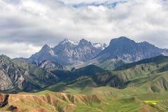 Montagna di Zhuoer della contea della Cina Qinghai Qilian scenica Fotografia Stock