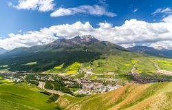 Montagna di Zhuoer della contea della Cina Qinghai Qilian scenica Immagini Stock Libere da Diritti