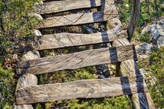 Montagna-discesa delle scale dal monastero fotografie stock
