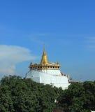 Montagna dorata tailandese di Wat Immagine Stock Libera da Diritti