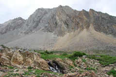 Montagna e bacino della roccia immagine stock libera da diritti