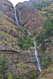 Montagna e cascata Fotografie Stock