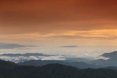 Montagna e cielo Immagini Stock Libere da Diritti