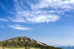 Montagna e cielo Fotografia Stock Libera da Diritti