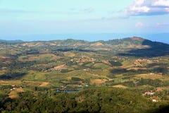 Montagna e cielo blu verdi Fotografie Stock Libere da Diritti