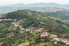 Montagna e città Immagine Stock Libera da Diritti