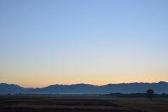 Montagna e Dawn Sky fotografia stock
