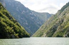 Montagna e fiume Immagini Stock Libere da Diritti
