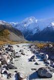 Montagna e fiume della neve in Nuova Zelanda Fotografia Stock