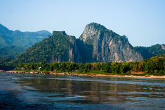Montagna e fiume di Mekong Immagini Stock