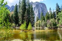 Montagna e fiume di Yosemite Fotografia Stock Libera da Diritti