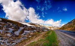 Montagna e foresta fotografia stock