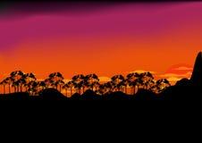 Montagna e foresta di tramonto Fotografie Stock