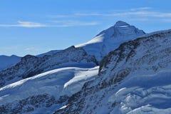 Montagna e ghiacciaio nelle alpi svizzere Vista da Jungfraujoch Immagini Stock Libere da Diritti