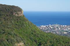 Montagna e la costa Fotografia Stock Libera da Diritti
