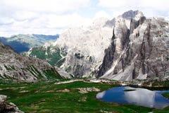 Montagna e lago Immagine Stock