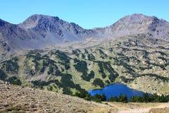 Montagna e lago dei Pyrenees Fotografia Stock Libera da Diritti