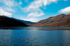 Montagna e lago della neve Immagini Stock Libere da Diritti