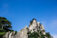 Montagna e luna Fotografia Stock Libera da Diritti