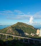 Montagna e mare del ponte Immagine Stock Libera da Diritti
