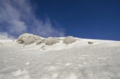 Montagna e nebbia della neve Fotografia Stock Libera da Diritti