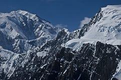 Montagna e neve robuste Fotografie Stock Libere da Diritti