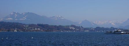 Montagna e paesaggio del lago Immagine Stock