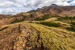Montagna e paesaggio delle colline del bordo orientale di Jokulsa I Loni River Valley come visto dal pendio della collina di Gull fotografie stock