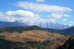 Montagna e villaggio della neve di Haba Immagini Stock