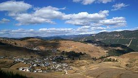 Montagna e villaggio della neve di Haba Fotografia Stock