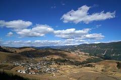Montagna e villaggio della neve di Haba Fotografia Stock Libera da Diritti