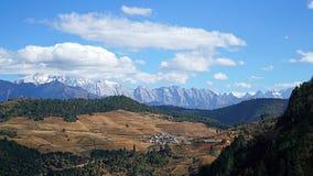 Montagna e villaggio della neve di Haba Immagine Stock