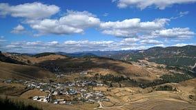 Montagna e villaggio della neve di Haba Immagine Stock Libera da Diritti